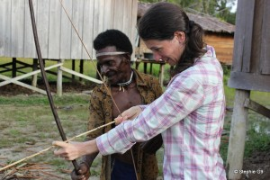 Stéphie tries her hand at archery with a Korowai