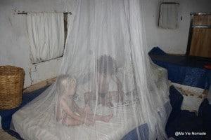 moustiquaire-proteger-enfant
