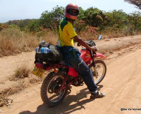 Alex sur la moto à Mbeya