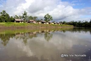 Habitations sur la rive