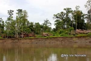Autres habitations sur la rive