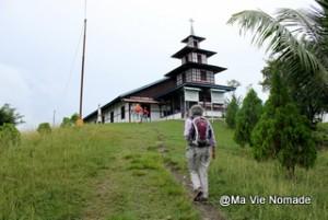 santani-village-pecheurs-eglise